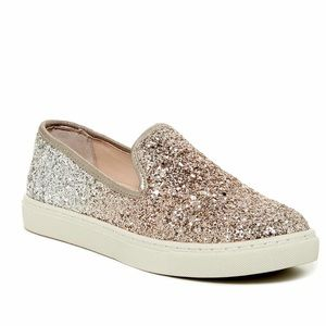 Betsey Johnson Glitter slip on sneaker! Size 9